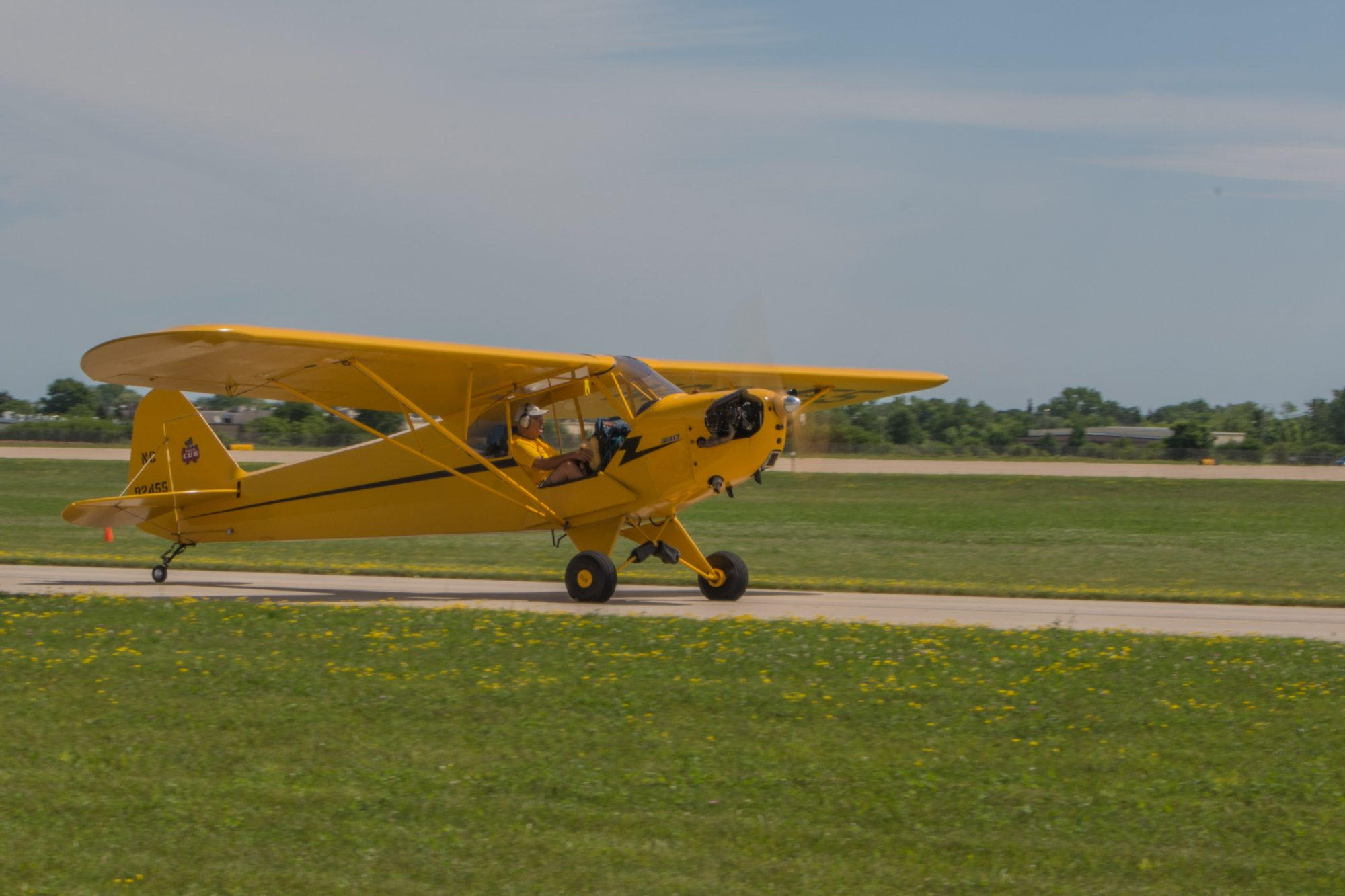 Show Girl arrives at Oshkosh and taxis and taxis South