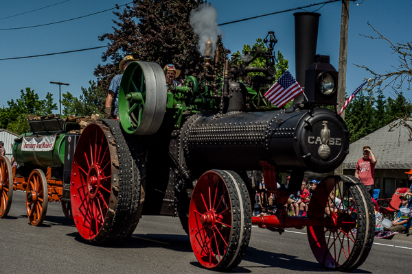 Steam Tractor opens the Harrisburg, Oregon parade