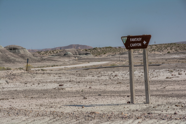There are LOTS of signs to Fantasy Canyon - thank you BLM!