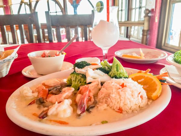 Dinner at El Capitan – Camorones Thermidor and the ubiquitous Margarita!